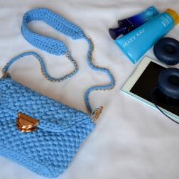 Сумочка с трикотажной пряжи голубая